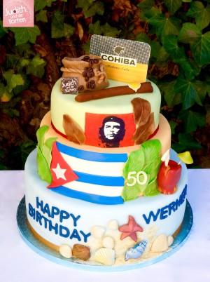 ist ein faszinierendes Land, welches in vielen Menschen den Wunsch weckt, einmal eine Reise auf den Inselstaat in der Karibik zu unternehmen. Wer an Kuba denkt, denkt zwangsläufig an den Nationalhelden Che Guevara, Rum, Zigarren, Musik und Tanz.