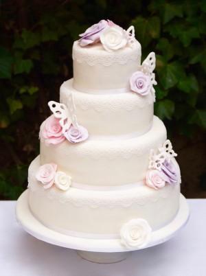 Ein perfektes Zusammenspiel der Farben. Leuchtendes Rosa, frisches Violett und strahlendes Weiss symbolisieren die Farben der Hochzeit. Ein perfektes Zusammenspiel. Romantik pur!